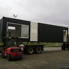 Transformación contenedor de 40 pies: Casas prefabricadas de estilo  por Home Box Arquitectura, Moderno