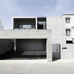 O-O house: アーキデザインワークス一級建築士事務所が手掛けた一戸建て住宅です。