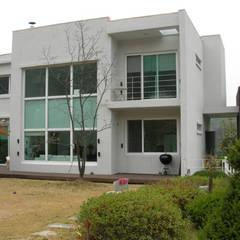 전원 주택 시공: (주)현대디자인건축의  주택,컨트리