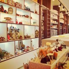 LOJA - ARTIGOS PARA ARTESANATO: Lojas e imóveis comerciais  por MQ Design Interiores