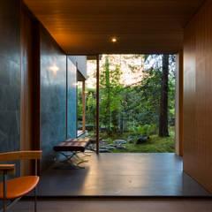 奈良の庭: 株式会社 荒木造園設計が手掛けたアプローチです。