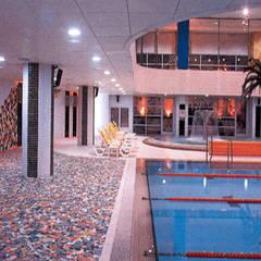수영장: (주)현대디자인건축의  수영장