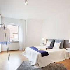 helles Schlafzimmer:  Schlafzimmer von Home Staging Bavaria