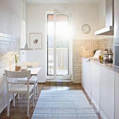 helle und freundliche Küche:  Küche von Home Staging Bavaria