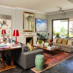 Living: Livings de estilo  por Francisco Vicuña Balaresque