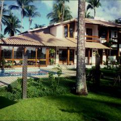 Residencia em Taperapuã. Porto Seguro: Casas familiares  por Maria Dulce arquitetura