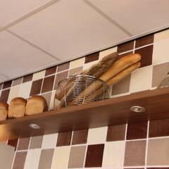 Bakkerij en Lunchroom Zuidhorn:  Winkelruimten door janny doornbos architektonische vormgeving, Modern