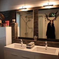 Badkamer en toiletontwerp:  Badkamer door janny doornbos architektonische vormgeving