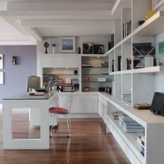 Apartamento 702: Escritórios  por MARIA FERNANDA PEREIRA