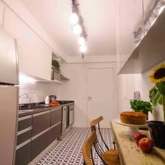 Kitchen by FÜLEP design + arquitetura