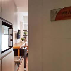 CF/6 Studio:  Koridor dan lorong by INK DESIGN STUDIO