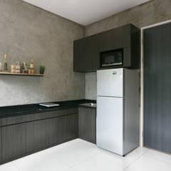 Cipaganti Studio House Dapur Gaya Industrial Oleh INK DESIGN STUDIO Industrial