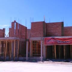 Construcción de casa Hacienda San Antonio: Casas unifamiliares de estilo  por Arkisav
