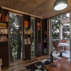 Jacinto Chiclana: Estudios y oficinas de estilo minimalista por Ciudad y Arquitectura