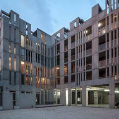 Jacinto Chiclana: Condominios de estilo  por Ciudad y Arquitectura