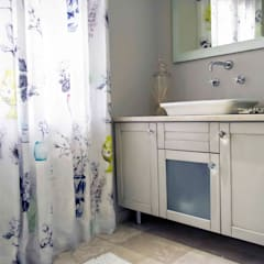 Burton Ave:  Bathroom by House Couture Interior Design Studio