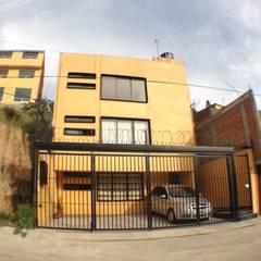 Chapultepec: Casas multifamiliares de estilo  por Arkalli