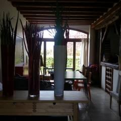 Nemours: Salle à manger de style de stile Rural par Agence Inside DECO