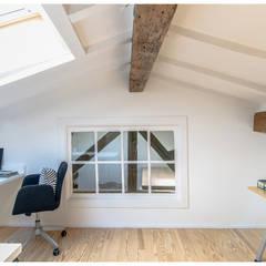 Gable roof توسطTALLER VERTICAL Arquitectura + Interiorismo, مینیمالیستیک