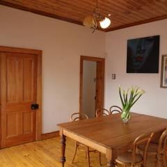 Campbell Street:  Dining room by Alex Jordaan Construction,