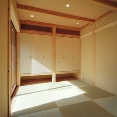 通り土間のある家: ヒロ設計室が手掛けた和室です。