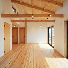 通り土間のある家: ヒロ設計室が手掛けたダイニングです。