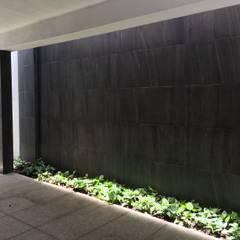 Sucre: Garajes abiertos de estilo  por Arkalli, Moderno Cerámico