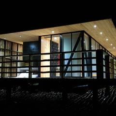 Fachada Norte: Cabañas de estilo  por Nido Arquitectos