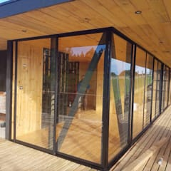 Fachada Principal: Cabañas de estilo  por Nido Arquitectos