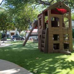 :  محلات تجارية تنفيذ Arte Verde - Favor de pisar el césped