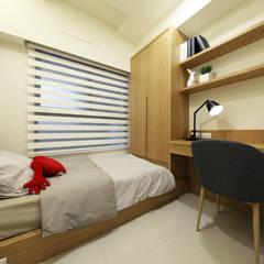 現代新工業:  臥室 by 見本設計