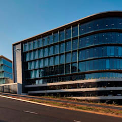 Ridgeview and Illovo Head Office:  Office buildings by Elphick Proome Architects, Minimalist