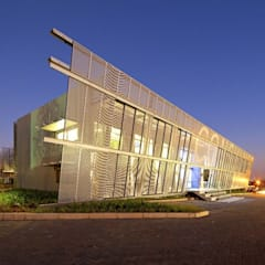 Consulmet Offices, Johannesburg:  Office buildings by Elphick Proome Architects, Minimalist