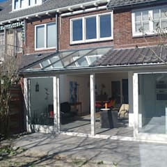 Uitbreiding woonhuis:  Rijtjeshuis door Studio Blanca