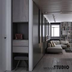 korytarz w chłodnych brązach: styl , w kategorii Korytarz, przedpokój zaprojektowany przez MIKOŁAJSKAstudio