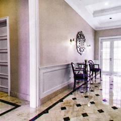 American Classic home:  Koridor dan lorong by Kamala Interior