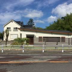 外観ー道路から: tai_tai STUDIOが手掛けた家です。