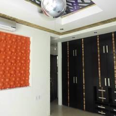 RESIDENCIA: Vestidores y closets de estilo  por Bello diseño interior