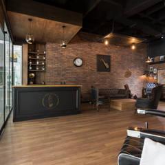 Espacios comerciales de estilo  por Adrede Diseño