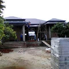 Hipped roof by ช่างณมิตร