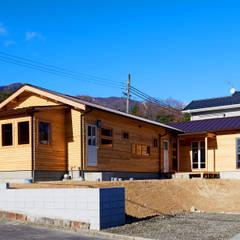 琵琶湖の家: URBAN GEARが手掛けた木造住宅です。