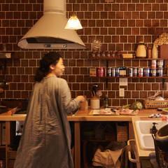 ビンテージタイルのキッチン: URBAN GEARが手掛けたキッチンです。