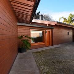 RUSTICASA | Casa unifamiliar | Sta. Maria da Feira: Casas de madeira  por Rusticasa