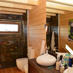 RUSTICASA | Casa unifamiliar | Sta. Maria da Feira: Casas de banho  por Rusticasa