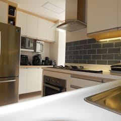 وحدات مطبخ تنفيذ Seleto Studio Design de Interiores, صناعي سيراميك