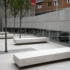 Plaza de las Letras: Pasillos y vestíbulos de estilo  de FRPO - Rodriguez & Oriol Arquitectos