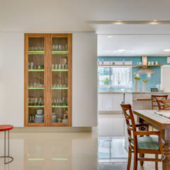Kitchen units by Estúdio Pantarolli Miranda - Arquitetura, Design e Arte