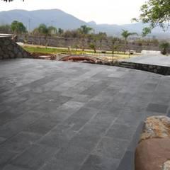 FINCA TEPOTZOTLAN: Terrazas de estilo  por GRUPO SAIGA, S.A. DE C.V.