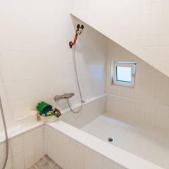 本[bon].집2: AAPA건축사사무소의  욕실