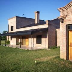 Casa de campo: Casas de estilo  por Marcelo Manzán Arquitecto,Rural